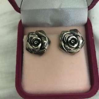 新年 清櫃。🙏🏻全新 純銀玫瑰花耳環