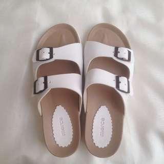 Merce Sepatu Sendal (white)