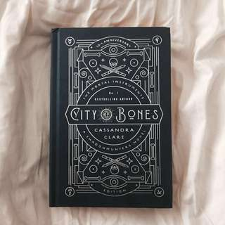 (instock) city of bones: 10th anniversary edition 💫 by cassandra clare