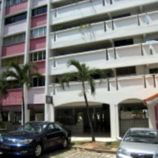 Near Redhill MRT Blk 52 Lengkok Bahru Common Room For Rent Fully Furnished With Air Con And Wifi
