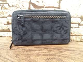 Authentic Chanel Travel Line Black Canvas Zipper Purse Made in France Good Condition Whatsapp www.wasap.my/60137178534