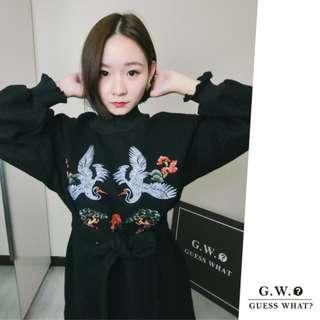 GW 【紅鶴刺繡 連身洋裝】日系黑色長袖寬鬆 設計 綁帶  上衣 中國風 日本 和服 F尺寸 GUESSWHAT
