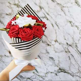 <Limited slots> 7+1 Handsewn Ribbon Rose Bouquet (Scarlet White)