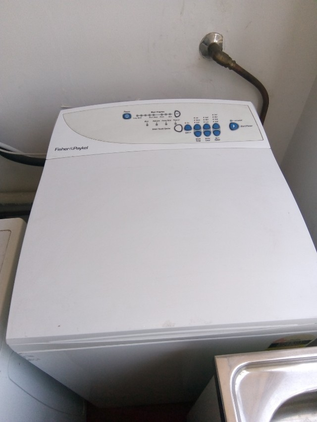 5.5kg Front loader Fisher and Paykel washing machine