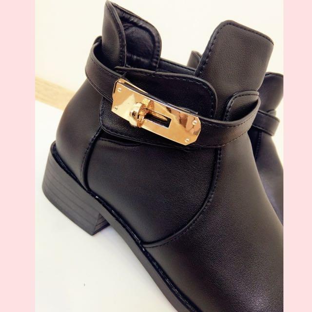 黑色短靴(8成新)尺寸23.5