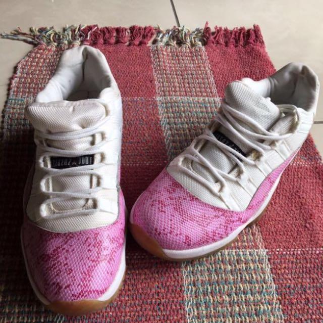 女-喬丹粉紅蛇皮紋球鞋