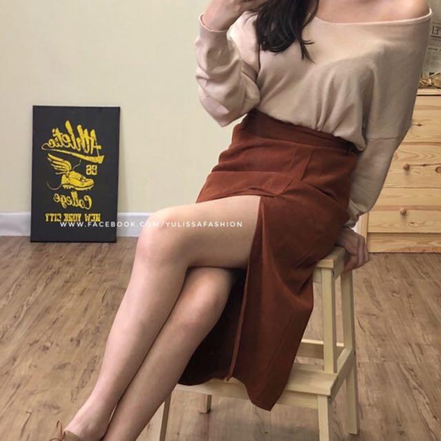 韓版焦糖紅中長開叉裙。全新       原価799。