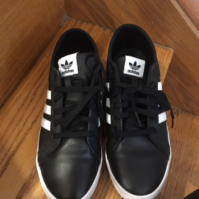 Adidas 10/10 size 9