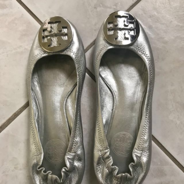 Authentic tory burch reva ballet flats size 5.5