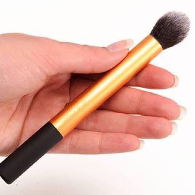 Contour Brush Real Techniques