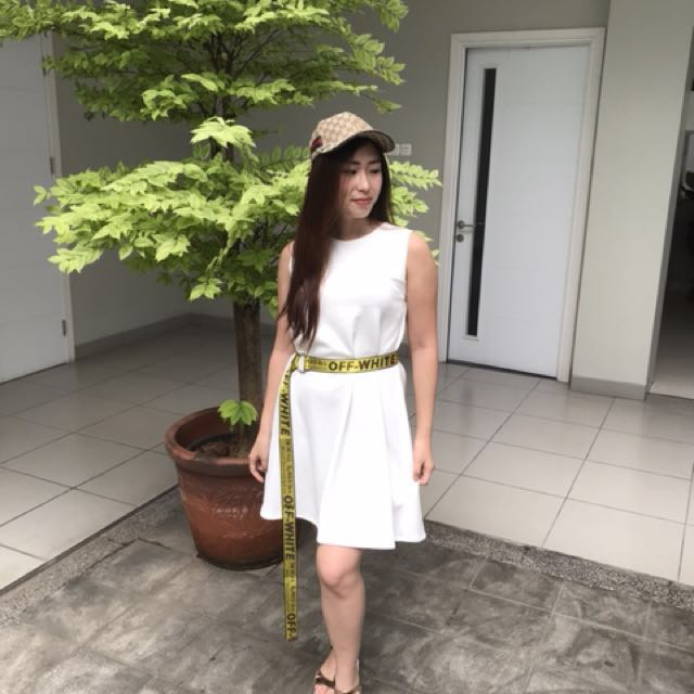 Dress white + belt off white