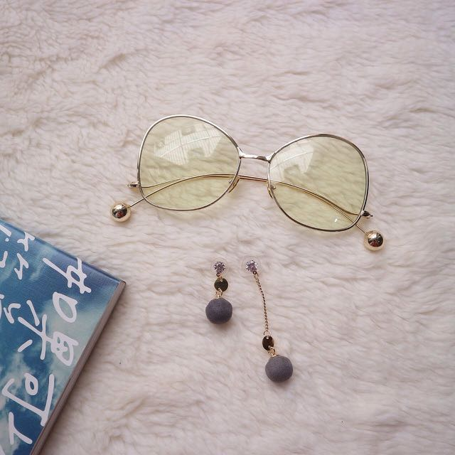 Dynali Clear Sunglasses & Tani Shorlong Earrings