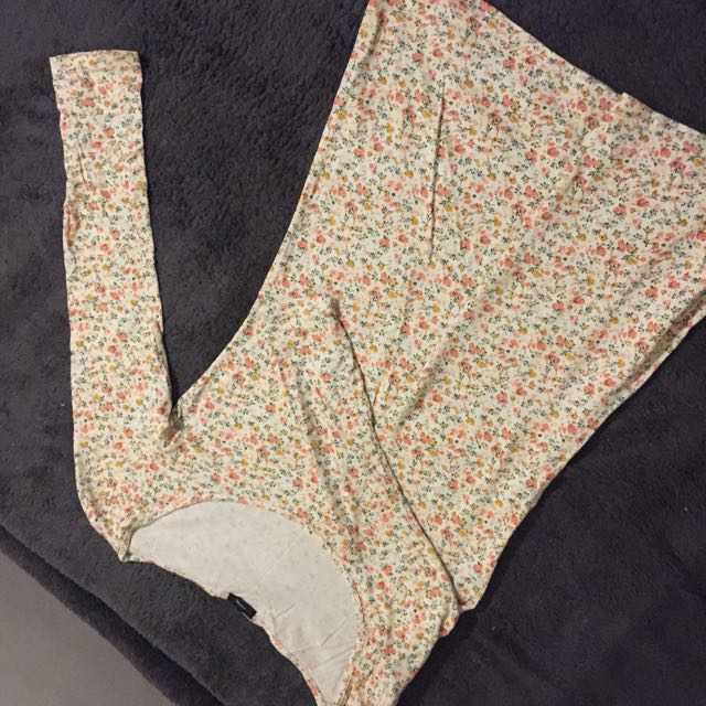 Floral long sleeves;fits S to M 😊