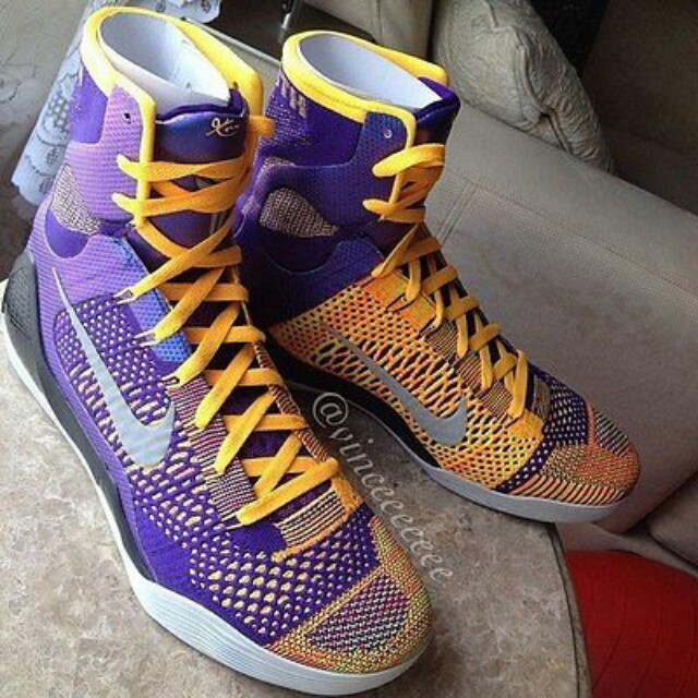 new product 6a8b4 1124f Kobe 9 Showtime, Men s Fashion, Footwear on Carousell