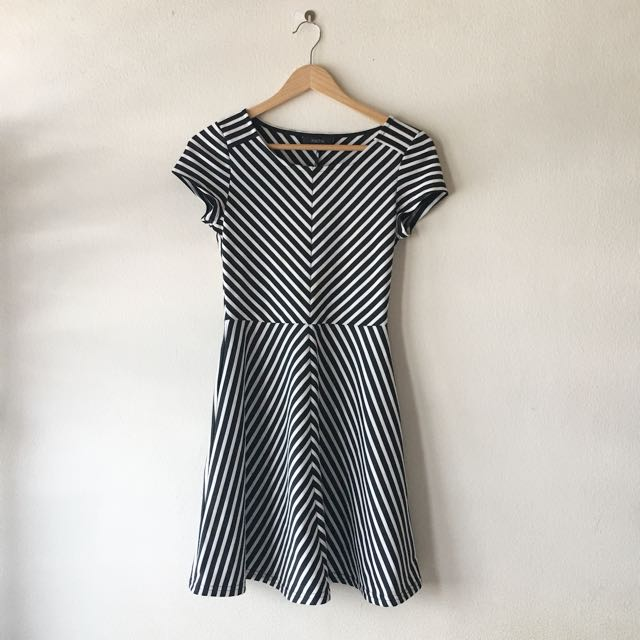 Nichii striped dress