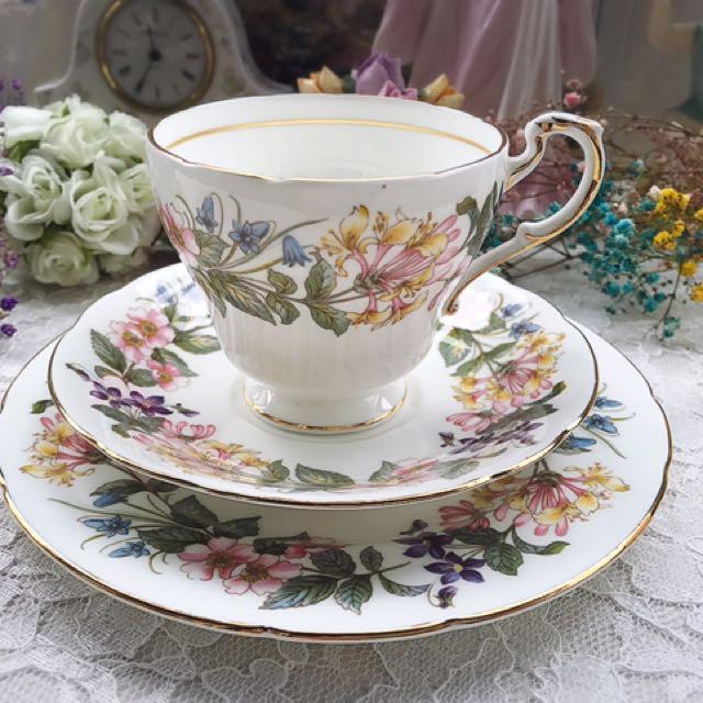 英國製Paragon 派拉岡Country Lane花卉骨瓷三件式杯盤組