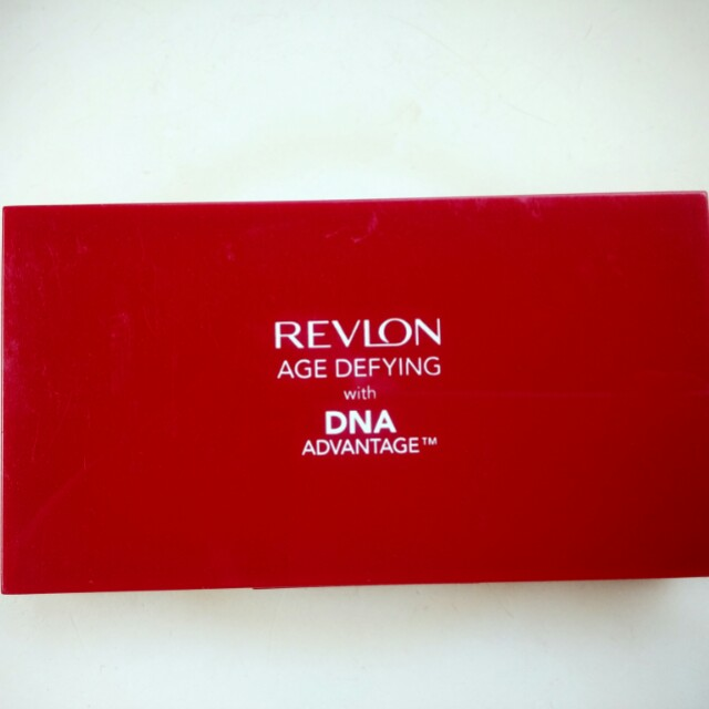 REVLON DNA Age Powder Foundation