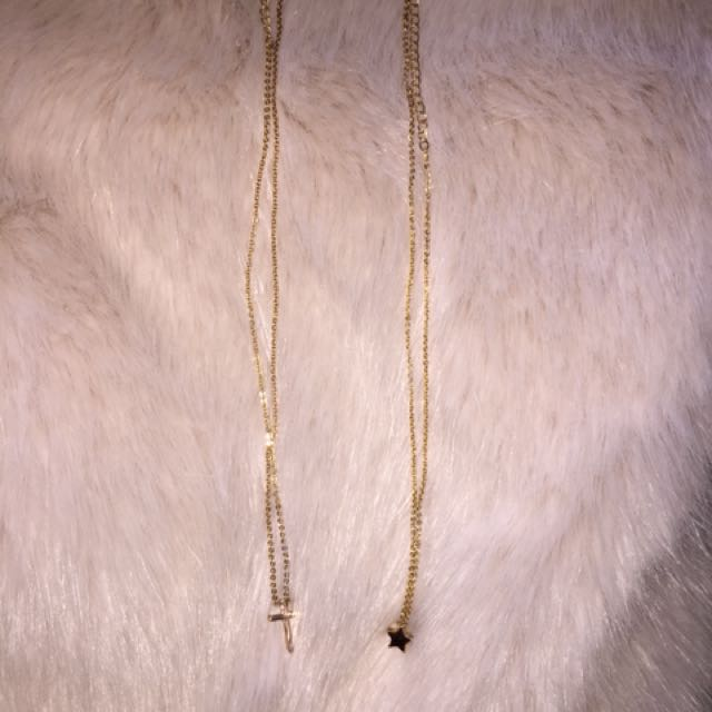 Small simple gold necklace