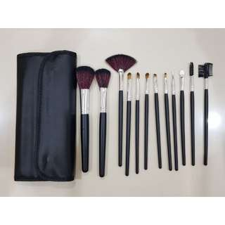 Brush Set isi 12