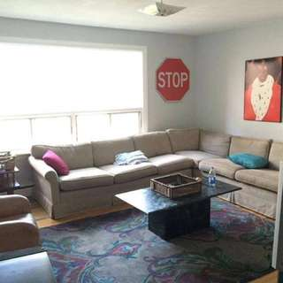Sectional couch (beige)
