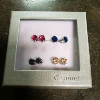 Earrings from Chomel