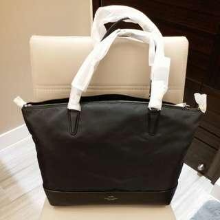 全新 Coach Handbag(有長帶)