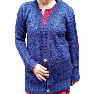 Sweater biru dongker kancing 3