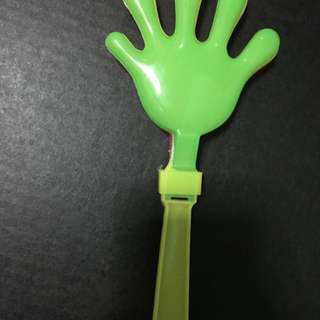Hand clapping tool