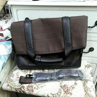 正品OFFERMANN GERMANY 手提側背包,底部寬35cm,找好買家, 防潑水布面, 防塵套遺失 用替代包裝