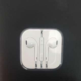 Apple Earpods (3.5mm plug)