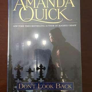 AMANDA QUICK DON'T LOOK BACK