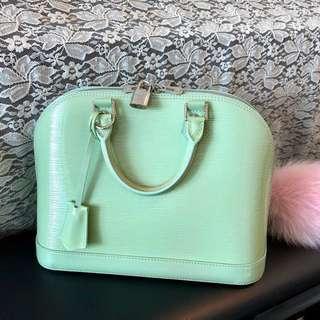 100%真品LV🧚🏻♀️亮面湖水綠色銀釦手提袋Alma PM原價HKD20500