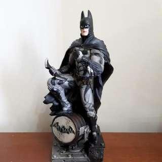 BRAND NEW BATMAN COLLECTIBLE FIGURINE