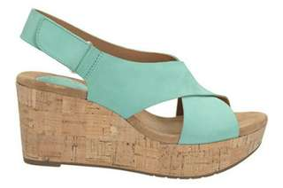 Sepatu Sandal (Wedges)  Merk Clarks ukuran 41