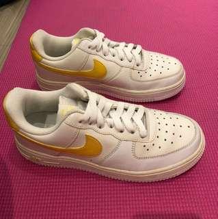 🚚 (二手商品)Nike 白底黃勾勾  無鞋盒