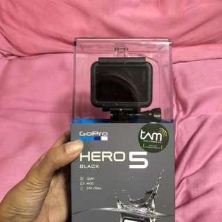 GoPro Hero 5 Black + Tripod