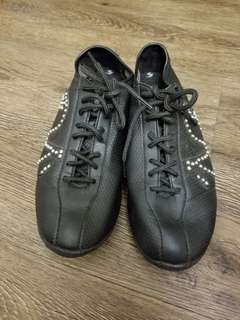 Le Coq sporting black leather with Crystal shoes