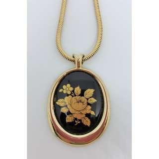1970s Vintage Floral Pendant Necklace. Unsigned.
