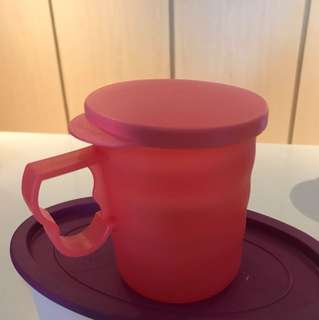 Tupperware cup with lid