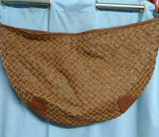 👜編織經典款半月型側背大包包