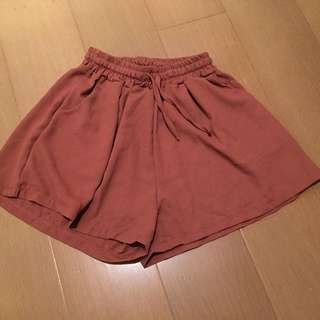 玫瑰色紗質短褲