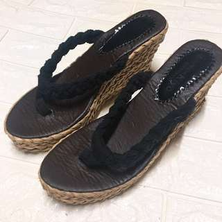 🚚 夾腳楔型鞋23.5cm