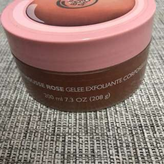 Body shop pink grapefruit body scrub (name me your price)