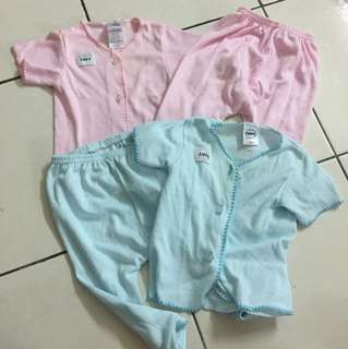 2 pairs sleepauit/outerwear