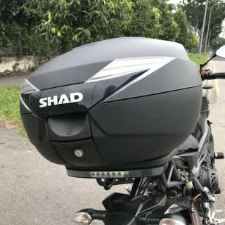 (FIRE SALE PRICE) SHAD SH39 Top Case with Third Brake Light & Back Rest (4 mths old)