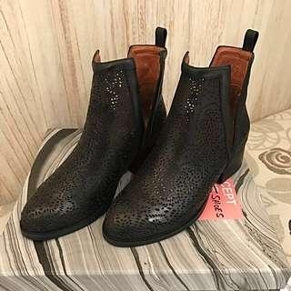 降‼️全新Jeffreycampbell 黑色牛皮簍空雕花靴子