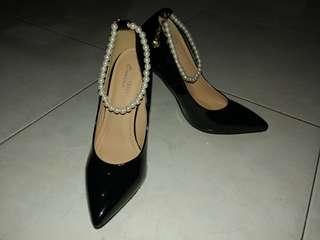 For Sale!!! Velvet Occasion Pearl Anklet Pumps