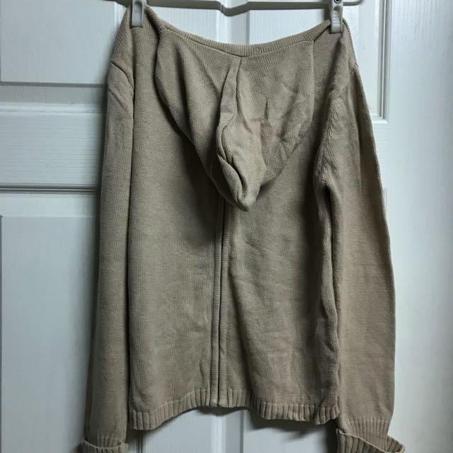 米色長袖線衫外套