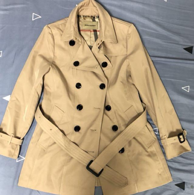 秋冬款中長版風衣 有厚度很保暖 質感很好👍🏻(可議價)9成新 肩37左右 衣長75 胸圍46左右