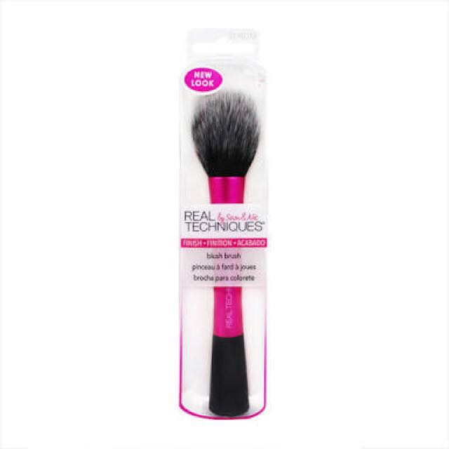 Blush Brush Real Techniques